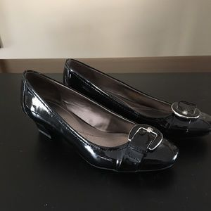 Ladies Naturalizer slip on dress shoe